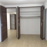 洋室約5.4帖(寝室)